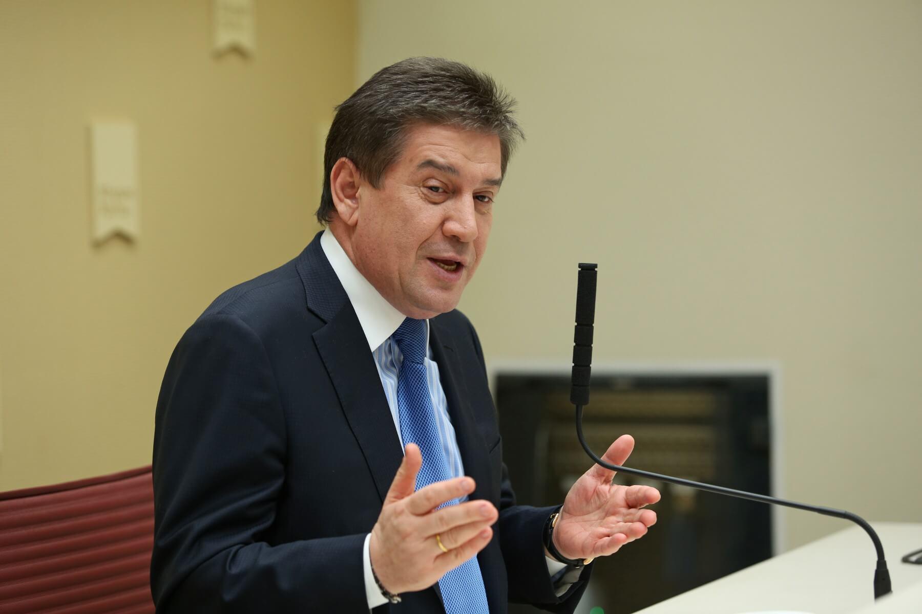 Владимир Аршакович Петросян