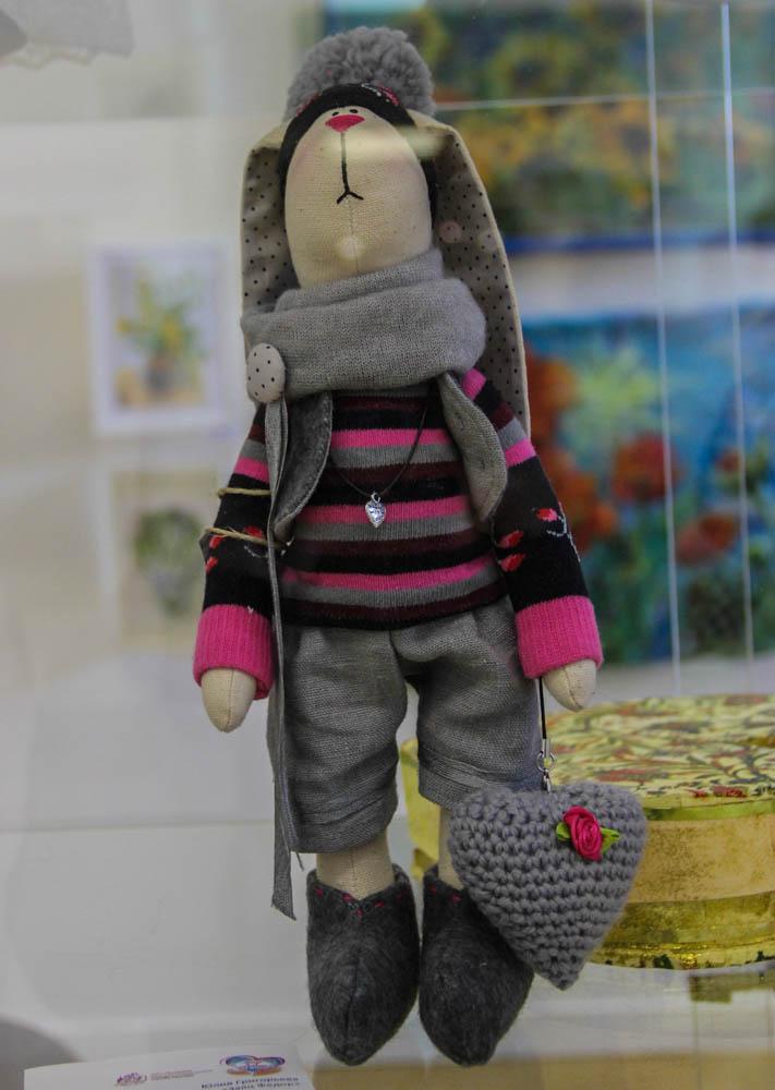 Юлия Григорьева. Заяц ручной работы, сделанный в стиле «Тильда».